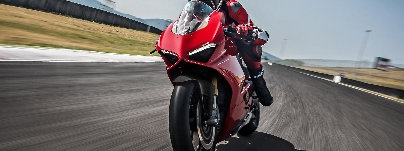Panigale V4 MY18 Red 07 Slider Gallery 1920x1080